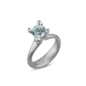 Cocktail ring i 14 karat Hvidguld med Aquamarin og Diamanter L1899aq